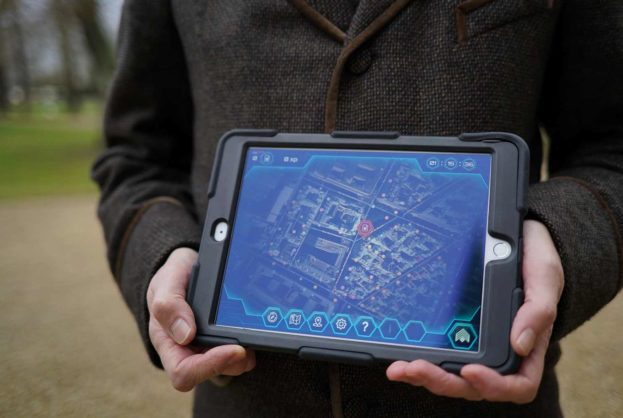 La tablette tactile utilisée pour l'enquête Opération Mindfall proposée par Lock Academy - Escape Game Paris